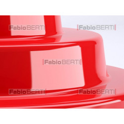 oggetto in plastica rossa